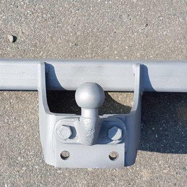 Piaskowanie elementów konstrukcji stalowej.