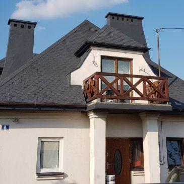 Czyszczenie, uszczelnianie i malowanie kominów i dachu pokrytego gontem.